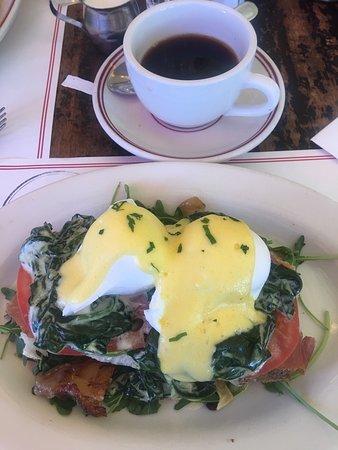 Photo of American Restaurant Raymond's at 101 E Ridgewood Ave, Ridgewood, NJ 07450, United States