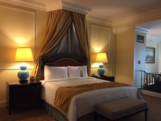 Comfortable bed picture of the venetian macao resort for Comfy hotels resorts