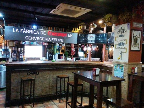 Prado del Rey, España: Nueva marca de cerveza, Cruzcampo Origen. La fabrica de Cruzcampo en cervecería Felipe. Asi qued
