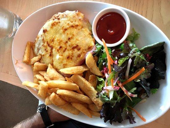 Flinders, ออสเตรเลีย: Pub Parma