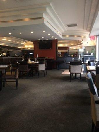 Vic's Steakhouse: Soft Decor