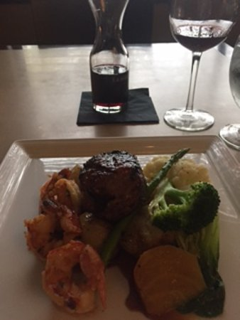 Vic's Steakhouse: Surf and Turf