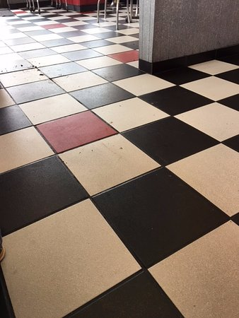 Hutchinson, KS: Floor