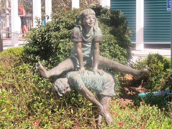 Bowditch Point Park : Nice Statue and garden