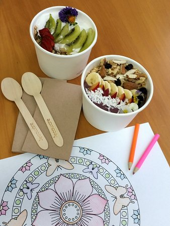 Whangamata, Nueva Zelanda: Just a few  RAW treats at Inspire wellness' café