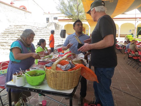 Oaxaca, Meksiko: Buying lunch from local vendors on one of my excursions