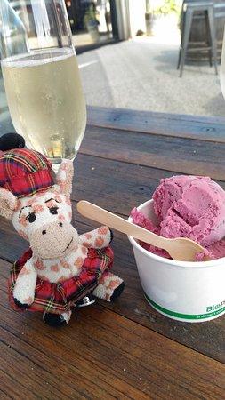 Tombolo Freycinet: Best gelato too...