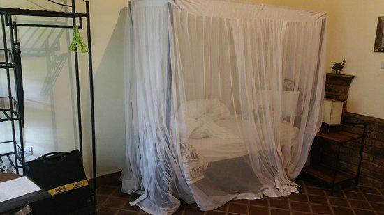 Usa, Tansania: Dank Moskitonetz um die Betten, wacht man ohne Stiche auf