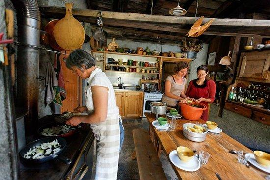 Areches, ฝรั่งเศส: Plan Mya, un havre authentique et convivial à 1850m d'altitude. Gîte de randonnée et restaurant,