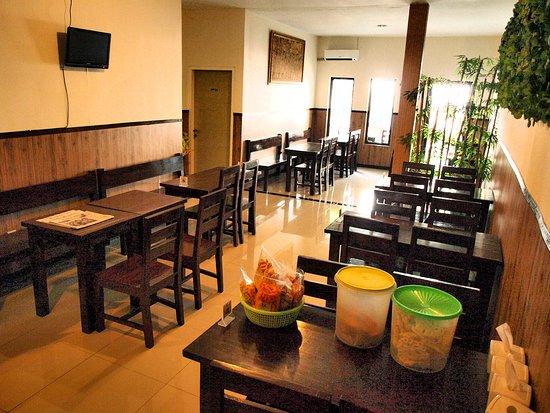 Wilis Dapur Masakan Indonesia Suasana Dalam Resto