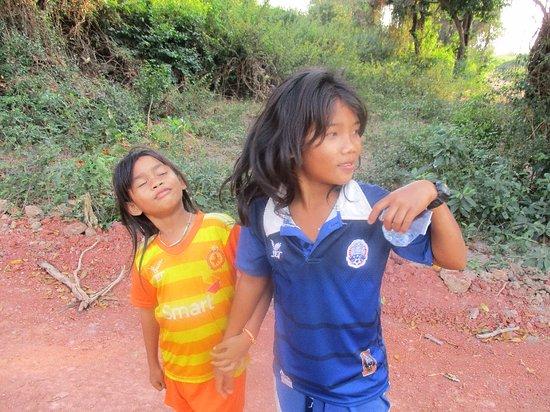 happy children シェム リアップ kompong phlukの写真 トリップ