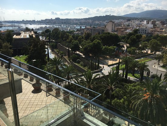Hotel Saratoga: View from roof top pool, west parts of Palma with the marina.