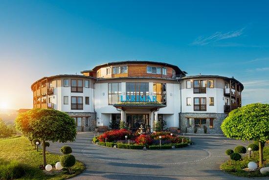 Stegersbach, Austria: Hotel Vorderansicht - Zufahrt