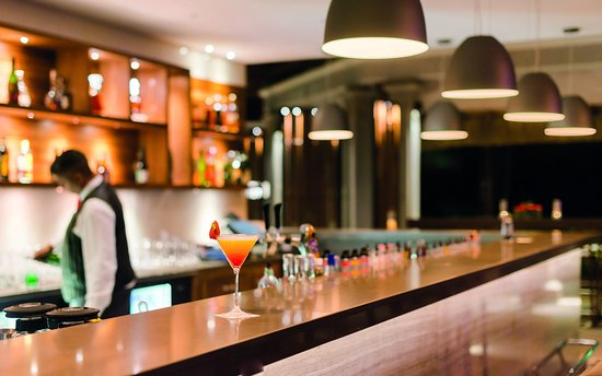 Paradis Beachcomber Golf Resort & Spa: Bar