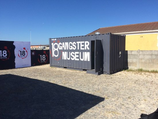 Khayelitsha, Sør-Afrika: The museum is located in a container. Very surprising to see how much can fit into a container.