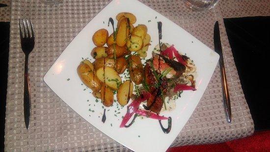 Ballan Mire, Francia: magret de canard aux pommes de terre... excellent (rien à dire d'autre)