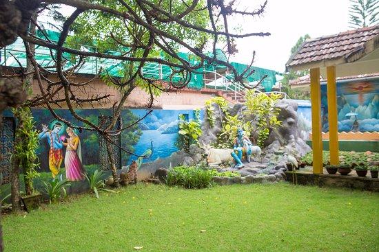 Sivananda Yoga Vedanta Dhanwantari Ashram: Garden
