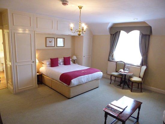 "Eastwell Manor: Vast bedroom ""Earl of Nottingham"""