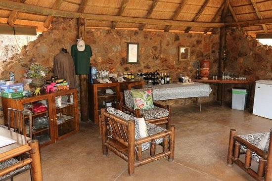 Mosetlha Bush Camp & Eco Lodge: The bar side of the lapa (Steve Vesty)