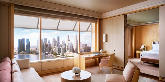 The Ritz-Carlton, Millenia Singapore: Club Deluxe Suite with Central Business District view