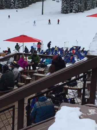 Center Village at Copper Mountain: Village life - easy to get around and good on mountain food stops. Mountain hosts on day 1 were