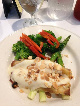 The Cafe at Brookwood : Chicken Crepes