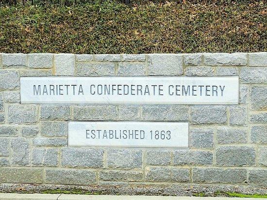 Marietta Confederate Cemetery: on street