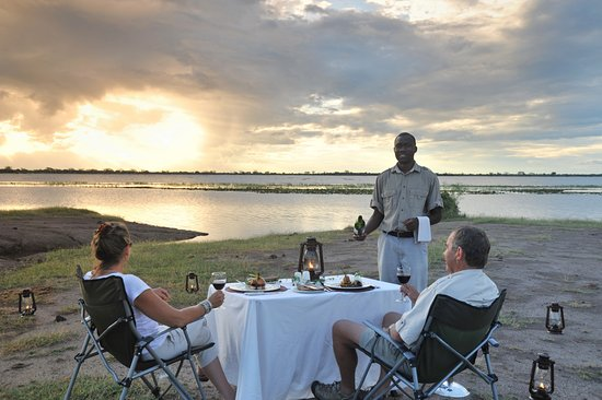 Ngoma Safari Lodge: Romantic dinner in the open