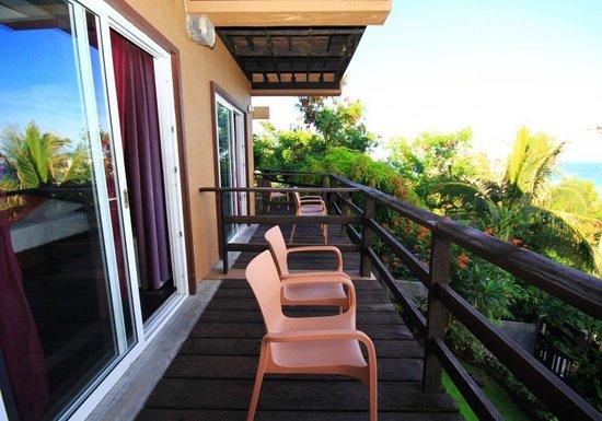 Heavens Gate Boracay: Der Balkon unserer Deluxe Zimmer