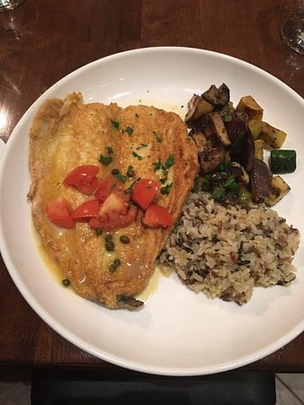 Whitestone, Estado de Nueva York: Trout in a white wine caper sauce with vegetables and wild rice