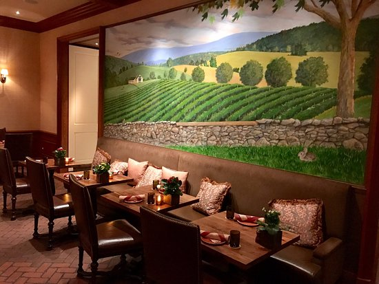 Gold Cup Wine Bar: seating