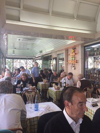 Photo of Seafood Restaurant Restaurante Tico-Tico e Novo Rio at Avenida Rio De Janeiro - 19 E 21, Lisbon 1700-330, Portugal