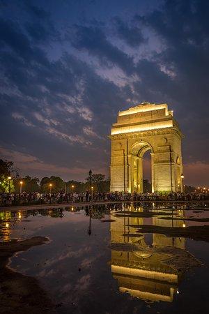 Trinetra Tours: India Gate