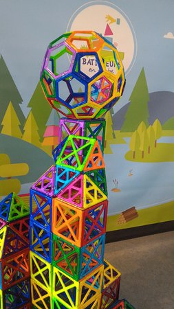 Chambourcy, France: MAGFORMERS
