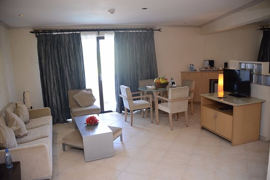 Diani Reef Beach Resort & Spa: I think i would call it the dinning area and chill zone area