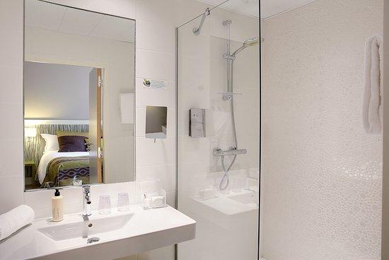 Meudon-la-Foret, Francia: Salle de bain chambre forêt