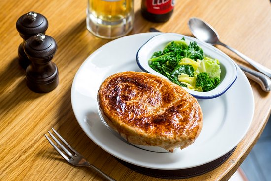 Paternoster Chop House: Pie and beer