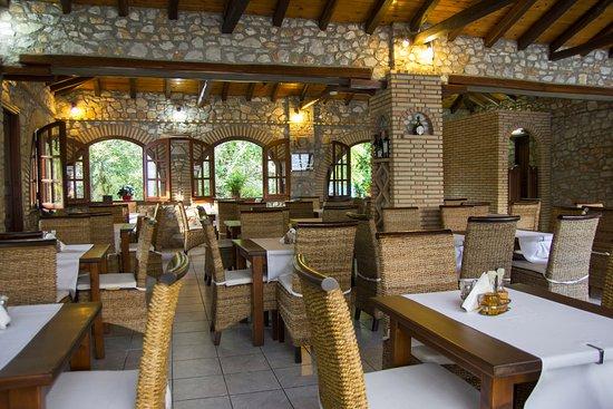 Green Park Restaurant : Inside