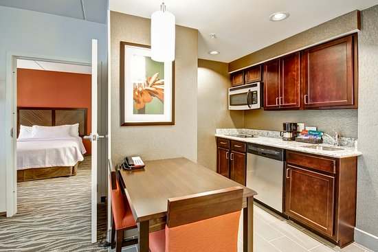 Warrington, PA: Modern and Comfortable Suite