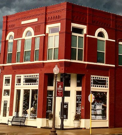 Ennis, TX: Street View of Kindred Soule Marketplace