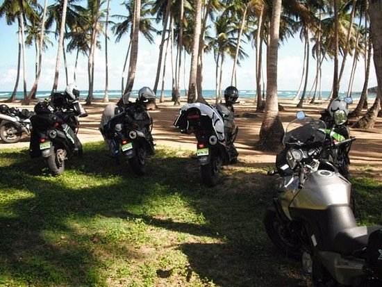 Jarabacoa, Dominik Cumhuriyeti: Lunch break at PLaya La Entrada, MotoCaribe North Coast Tour.