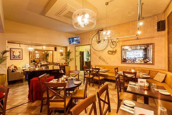 Restaurante alberts cabopino en marbella con cocina otras for Cocinas europeas