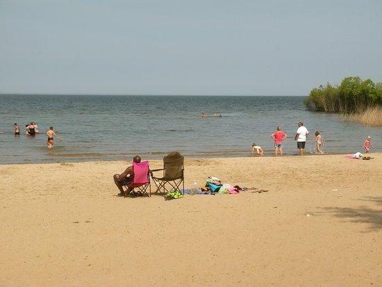 Menominee, MI: Henes Park beach.
