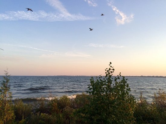 Menominee, MI: Another shoreline view from Henes Park