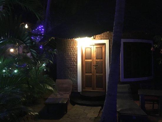 Chowara, India: L'ingresso del bungalow, con le decorazioni di capodanno