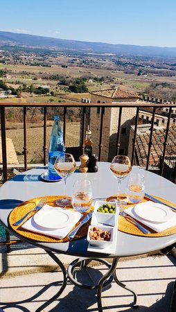 Crillon-le-Brave, Франция: Lunch on the terrace