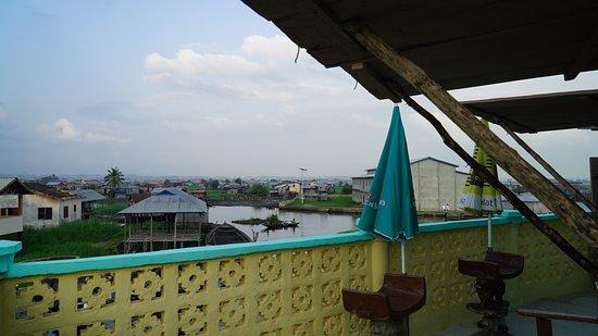 Ganvie, Benin: Vue de Ganvié depuis la terrasse de l'hôtel