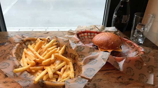 Photo of American Restaurant Flippin' Burgers at 8 Observatoriegatan, Stockholm 113 29, Sweden