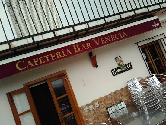 Pinos del Valle, Spain: Front of the Cafe