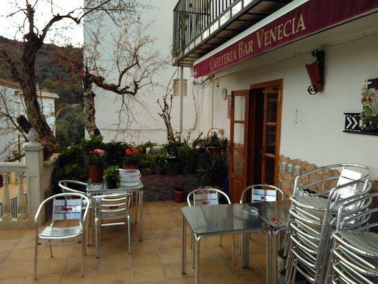 Pinos del Valle, Spain: Front of cafe